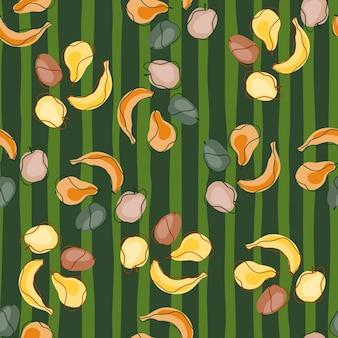Modello senza cuciture astratto di cibo tropicale con banane colorate, prugne, pere e mele