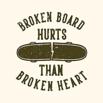 Tshirt design slogan tipografia tavola rotta fa male del cuore spezzato con illustrazione vintage skateboard rotto Vettore Premium
