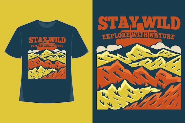 Il design della maglietta del soggiorno selvaggio esplora l'illustrazione vintage disegnata a mano della montagna della natura
