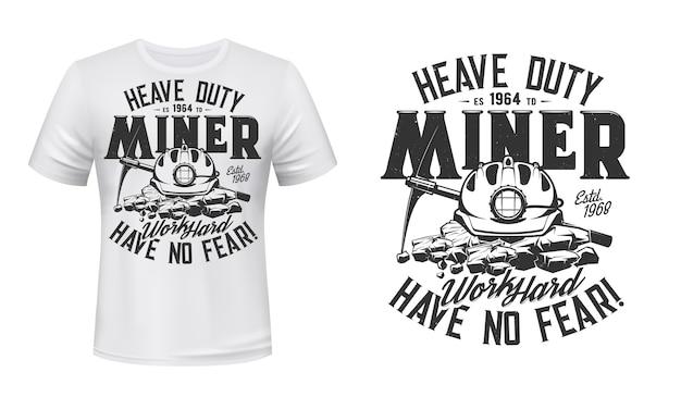 Tshirt stampata con piccone da minatore e casco, abbigliamento.