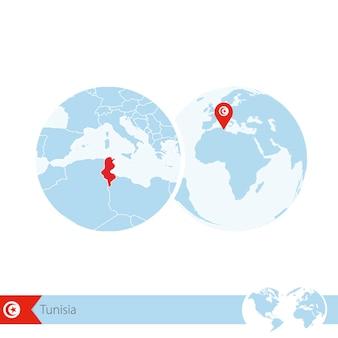 Tunisia sul globo del mondo con bandiera e mappa regionale della tunisia. illustrazione di vettore.