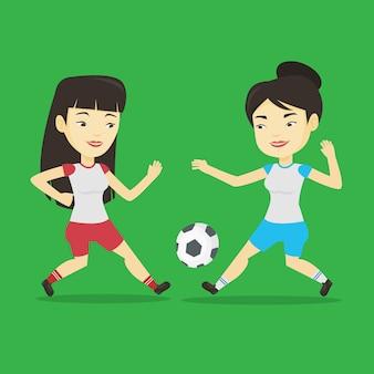 Due calciatori femminili in lotta per la palla.