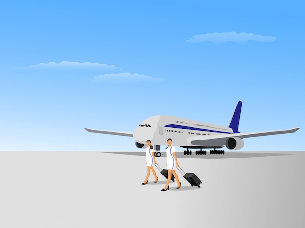 Due donne dell'assistente di volo che camminano su una pista di atterraggio con un aereo e un cielo blu