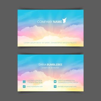 Biglietti da visita orizzontali fronte-retro con cielo e nuvole rosa-blu realistici. l'immagine può essere utilizzata per un biglietto da visita.