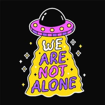 Stampa disco volante alieno ufo per t-shirt art. non siamo soli citazione. linea vettoriale doodle fumetto illustrazione grafica logo design. ufo, alieno, disco volante, frase di testo stampa per poster, concetto di t-shirt