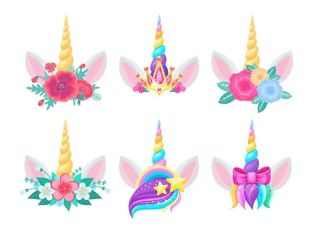 Teste di unicorno con corna, fiori e orecchie