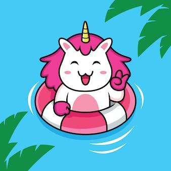 Nuoto unicorno sulla spiaggia