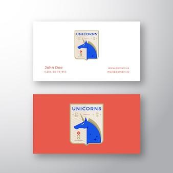 Emblema della squadra sportiva medievale di unicorni. logo astratto e modello di biglietto da visita.
