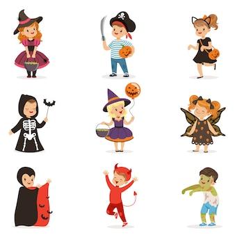 Ute ragazzini in costumi di halloween colorati insieme, halloween bambini dolcetto o scherzetto illustrazioni su uno sfondo bianco