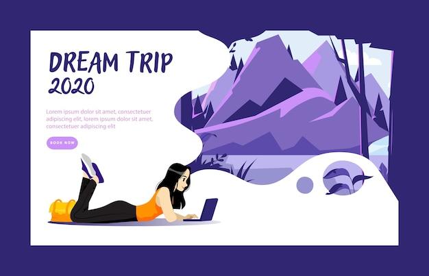 Vacanze del concetto di sogno. la donna sta facendo un piano di viaggio sdraiato sul pavimento e guarda il computer portatile.