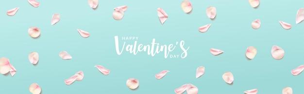 Banner di san valentino. petali di rosa rosa su sfondo verde.
