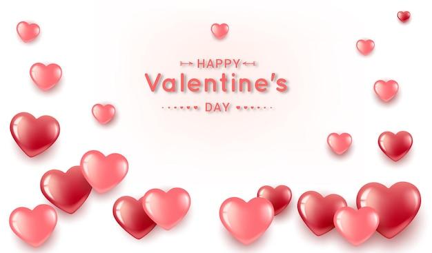 Cuori di san valentino, rossi e rosa sotto forma di una cornice con testo. su uno sfondo chiaro.