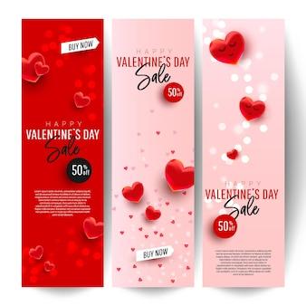 Banner di vendita verticale romantica di san valentino con palloncini cuore, testo romantico e coriandoli.