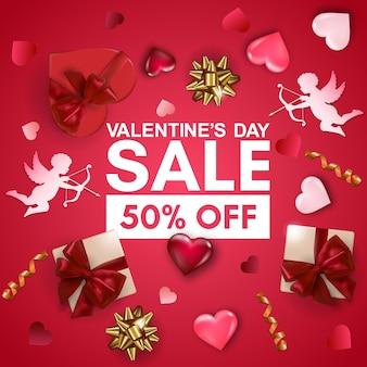 Fondo di vendita di san valentino con scatola regalo, cupido di carta, cuori di volume e fiocchi.