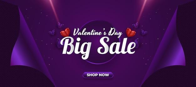 Banner di vendita di san valentino con cuori realistici e concetto di carta da regalo aperta