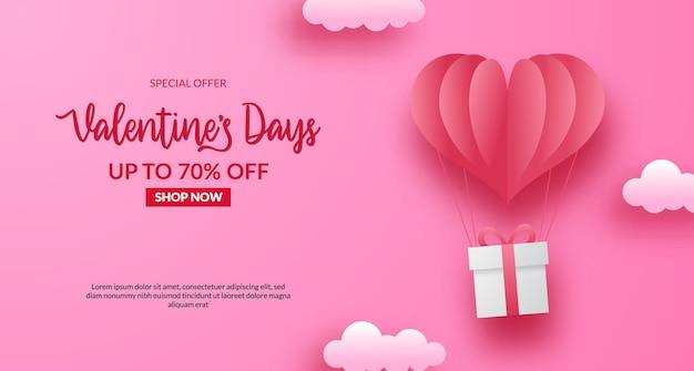 Banner di offerta di vendita di san valentino. palloncino amore a forma di cuore in carta tagliata con confezione regalo presente. con sfondo rosa pastello