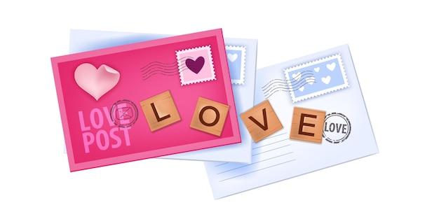 Illustrazione di lettere d'amore di san valentino con buste chiuse, francobolli, lettere in legno isolate su bianco. messaggi di carta vacanza romantica rosa vista dall'alto, mail. design di buste di san valentino