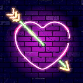 Insegna al neon di san valentino con cuore e freccia. segno luminoso del muro di mattoni dell'insegna di notte. illustrazione con icona al neon realistica