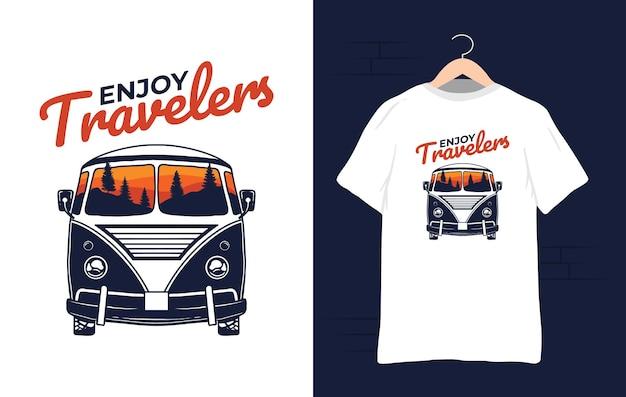 Illustrazione della maglietta della montagna dell'automobile del furgone