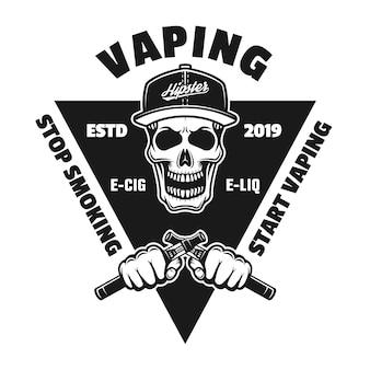 Emblema, distintivo, etichetta o logo monocromatico di svapo con teschio hipster e due mani che tengono sigarette elettroniche isolate su sfondo bianco