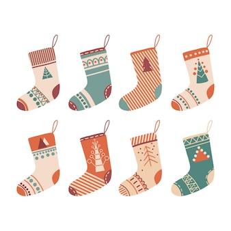 Vari calzini o calze di natale colorati elemento decorativo tradizionale