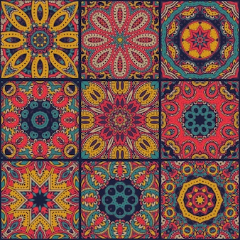 Reticolo senza giunte astratto patchwork colorato, ornamenti etnici., arabo, motivi indiani, elementi disegnati a mano. ornamento paisley rotondo mandala in quadrati per il design di stampa tessile, carta da imballaggio.