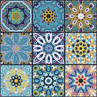 Reticolo senza giunte astratto patchwork colorato, ornamenti etnici., arabo, motivi indiani, elementi disegnati a mano. mandala rotondo ornamento paisley in quadrati per il design di stampa tessile, carta da imballaggio.