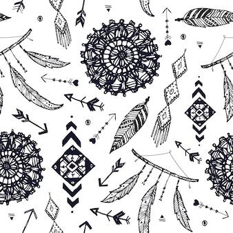 Reticolo senza giunte di boho di vettore. acchiappasogni disegnato a mano, piuma di uccello, sfondo di frecce. bianco e nero