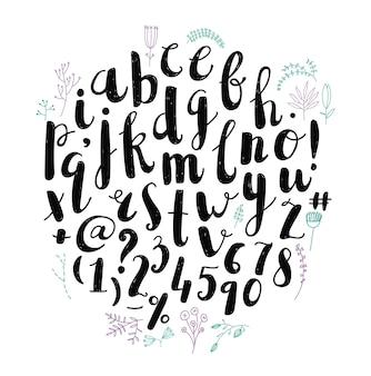 Carattere disegnato a mano di vettore pennello penna, alfabeto, lettere. decorato con fiori