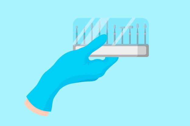 Mano del fumetto vettoriale di un dentista in un guanto blu che tiene uno strumento dentale: un set di frese e dischi.