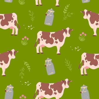 Reticolo piatto senza giunte con gli animali domestici mucca fattoria disegnata a mano, elementi floreali e latte può isolato su priorità bassa verde. ottimo per imballare carta, carte, carte da parati, etichette regalo, decorazioni per la scuola materna