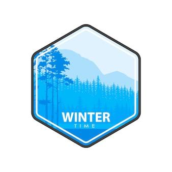 Illustrazione vettoriale di foresta colorata blu e parole di orario invernale nell'emblema.