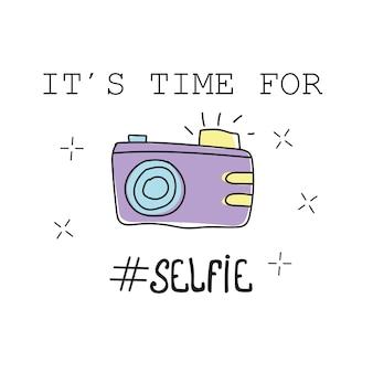 Illustrazione vettoriale. composizione scritta dell'ora legale con macchina fotografica disegnata a mano - è tempo di selfie