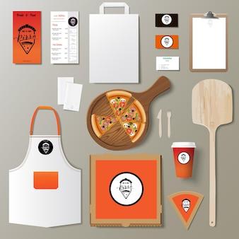 Insieme di disegno del modello di identità del marchio aziendale pizzeria vettoriale. mock up pizza da asporto
