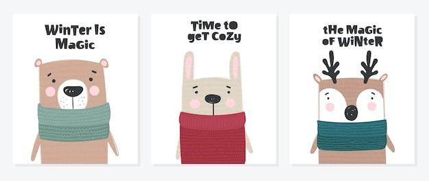 Collezione di cartoline vettoriali con simpatici animali invernali in abiti accoglienti doodle illustrazione