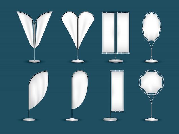 Bandiere bianche realistiche 3d dell'insegna di vettore. bandiere dell'insegna della pubblicità d'ondeggiamento del tessuto.