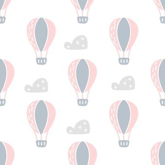 Bambino scandinavo di vettore modello senza cuciture di mongolfiere colorate e nuvole isolate su priorità bassa bianca. struttura semplice dell'illustrazione dei bambini per carta da parati nordica, riempimenti, sfondo della pagina web.