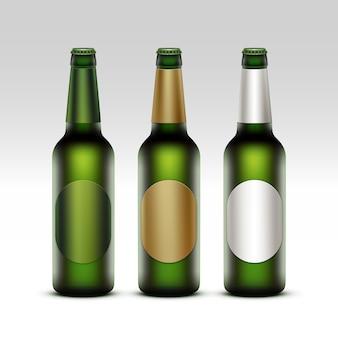 Insieme di vettore delle bottiglie verdi trasparenti di vetro in bianco chiuse di birra chiara