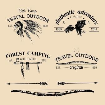 Insieme di vettore del logo campeggio vintage.