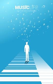 Vector la siluetta dell'uomo che sta con la chiave del piano con la nota di musica di volo. musica e ricreazione del piano del fondo di concetto.