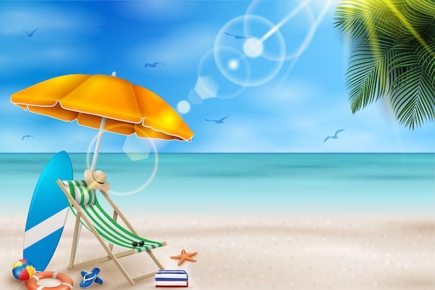Illustrazione di vacanza estiva di vettore con pallone da spiaggia, foglie di palma, tavola da surf sul paesaggio dell'oceano blu.