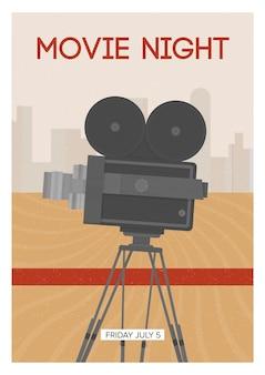 Poster verticale per la notte del cinema o la premiere del film con una fotocamera a pellicola retrò o un proiettore in piedi su treppiede.