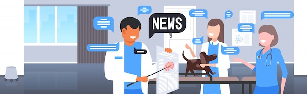 Veterinari in chat durante la riunione del team di medici che discutono del concetto di comunicazione della bolla di chat di notizie quotidiane. illustrazione orizzontale del ritratto interno della clinica veterinaria