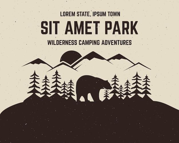Design vintage avventura con orso e testo, avventure in campeggio nella natura selvaggia, arrampicata