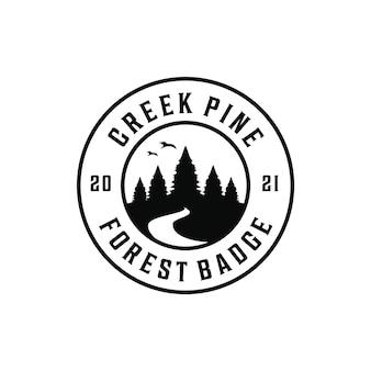 Siluetta del distintivo del logo dell'insenatura del fiume del pino della foresta retrò avventura vintage