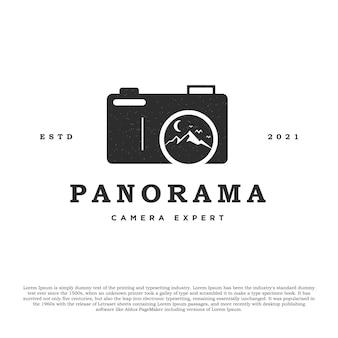 Design del logo della fotocamera vintage con il vettore delle montagne nell'obiettivo per il fotografo o il negozio di fotocamere