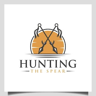Vettore dell'icona del logo delle lance indiane native incrociate vintage con il tramonto per il design del logo del guerriero o della caccia all'aperto
