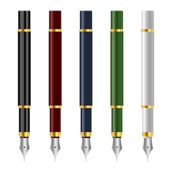 Penne stilografiche vintage in stile realistico isolato su bianco