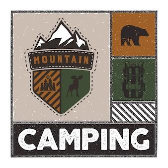 Illustrazione di avventura disegnata a mano vintage con logo del campo, cervi, zaino, orso.