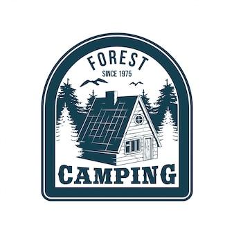 Logo vintage, design di abbigliamento stampa, illustrazione dell'emblema, toppa, distintivo con cottage in legno nella casa della foresta per rilassarsi sulla natura. avventura, viaggi, campeggio estivo, attività all'aperto, viaggio